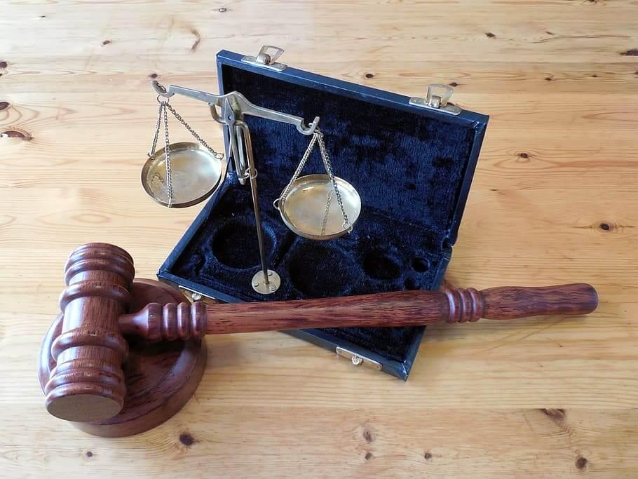 tarif jasa pengacara