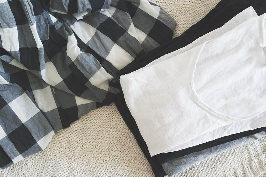 ilustrasi cara menghilangkan noda di baju putih